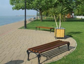 Csopak strand padok felújítása ipari fafestékkel 2012 tavasz